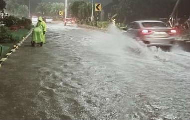 Weather Updates Today: दिल्ली, यूपी में बारिश के लिए करना होगा अभी इंतजार, देश के इन हिस्सों में झमाझम बरसात, जानिए क्या है बिहार, झारखंड की स्थिति