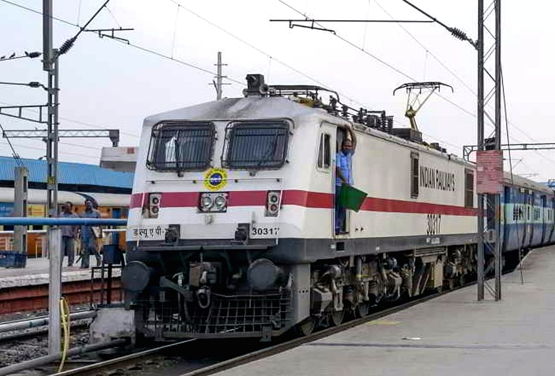 IRCTC/Indian Railways : महापर्व छठ को लेकर झारखंड से बिहार जाने के लिए इन फेस्टिवल स्पेशल ट्रेनों में कराएं बुकिंग, पढ़िए लेटेस्ट अपडेट्स