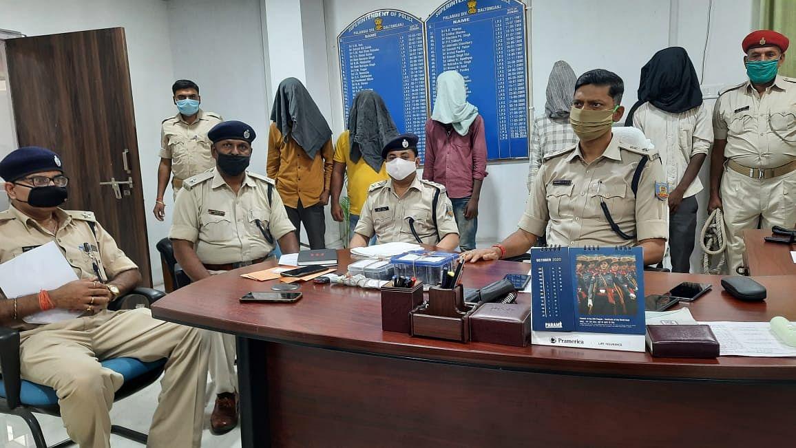 झारखंड में प्रेम प्रसंग में हुई थी युवक की हत्या, पुलिस ने किया खुलासा, तीन आरोपी गिरफ्तार