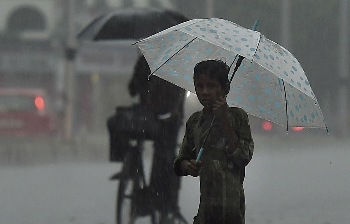 Weather Forecast Today LIVE Updates : बंगाल सहित इन राज्यों में होगी मूसलाधार वर्षा, दिल्ली की वायु गुणवत्ता हुई और खराब, जानें बिहार-झारखंड-यूपी सहित अन्य राज्यों के मौसम का हाल