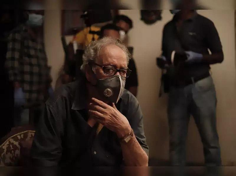 वरिष्ठ अभिनेता सौमित्र चटर्जी की हालत में हल्का सुधार, आइटीयू में किये गये शिफ्ट