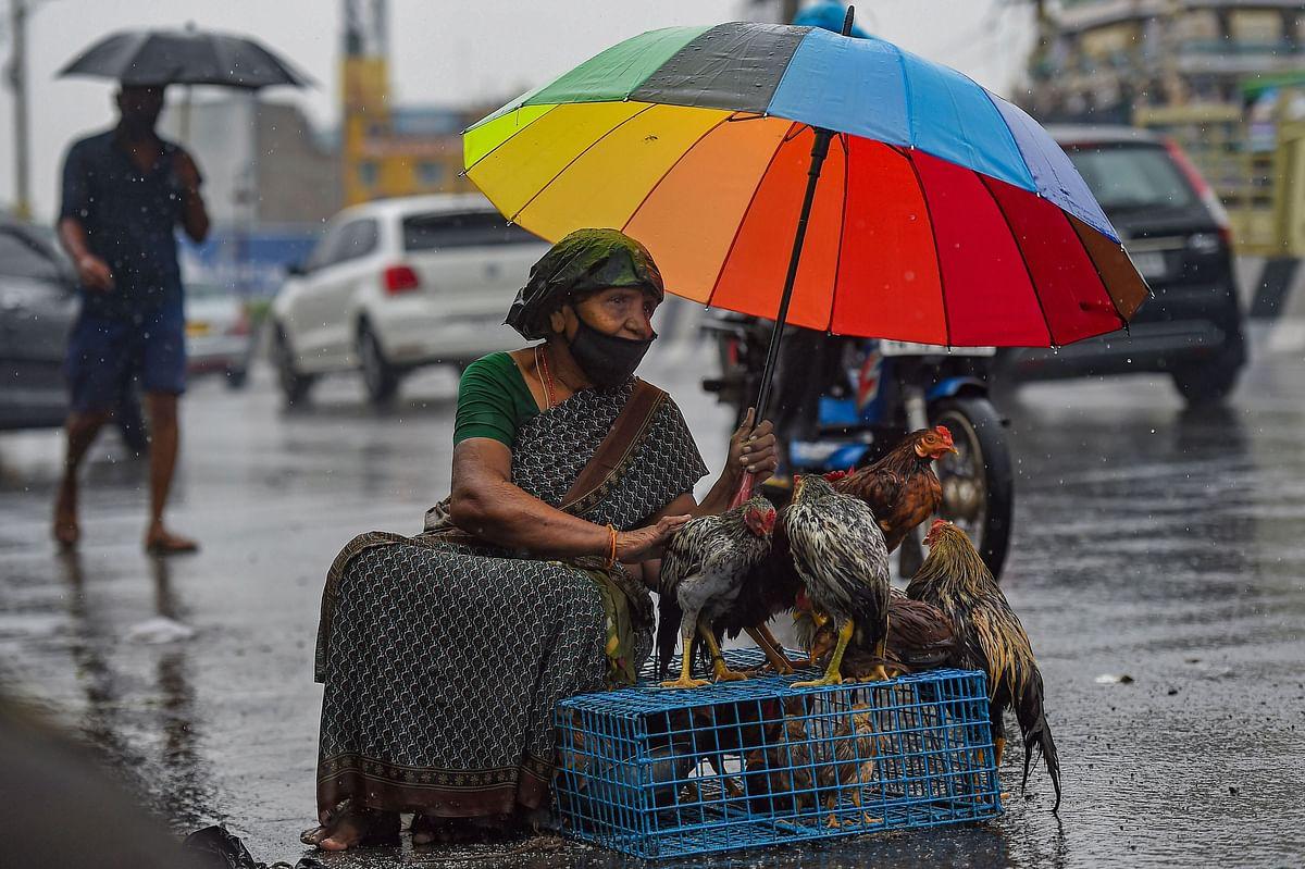 Weather Forecast Today LIVE Updates : बंगाल की खाड़ी में बना लो प्रेशर, दुर्गा पूजा में बारिश, नवंबर में होगी ठंड की शुरुआत, जानें झारखंड-बिहार-यूपी सहित अन्य राज्यों के मौसम का हाल