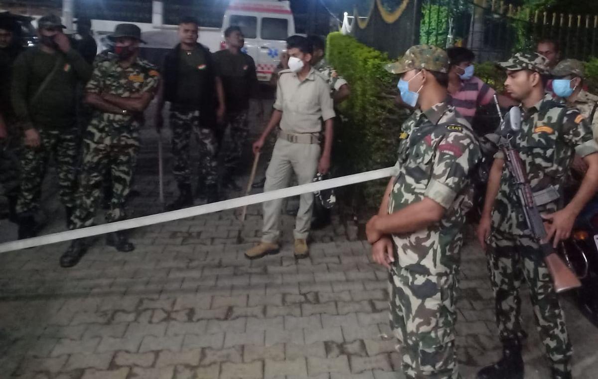 चुनाव प्रचार के दौरान प्रत्याशी को गोलियों से भूना, समर्थकों ने एक हमलावर को पीट-पीटकर मार डाला, शहर का माहौल बिगड़ा