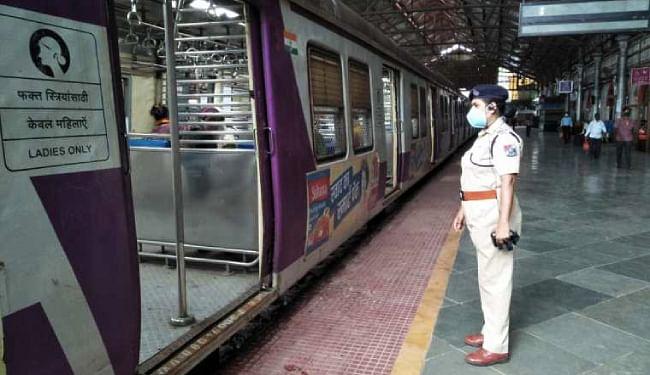 आरपीएफ को दिये गये मास्क नहीं पहननेवाले लोगों पर जुर्माना लगाने का अधिकार : महाराष्ट्र सरकार