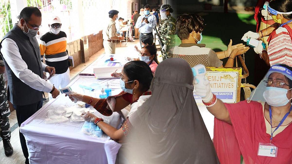 Bihar Election First Phase: देखें कोरोना काल में कैसे हो रही पहली बार वोटिंग, मास्क, ग्लब्स, सैनिटाइजर, दूरी का पालन कर वोटिंग कर रहे मतदाता