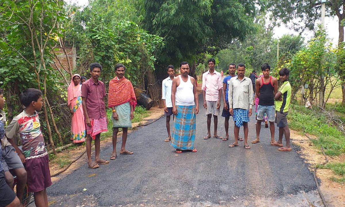 मनिका के बाड़ी गांव में सड़क निर्माण को लेकर ग्रामीणों को क्यों आया गुस्सा? जानें
