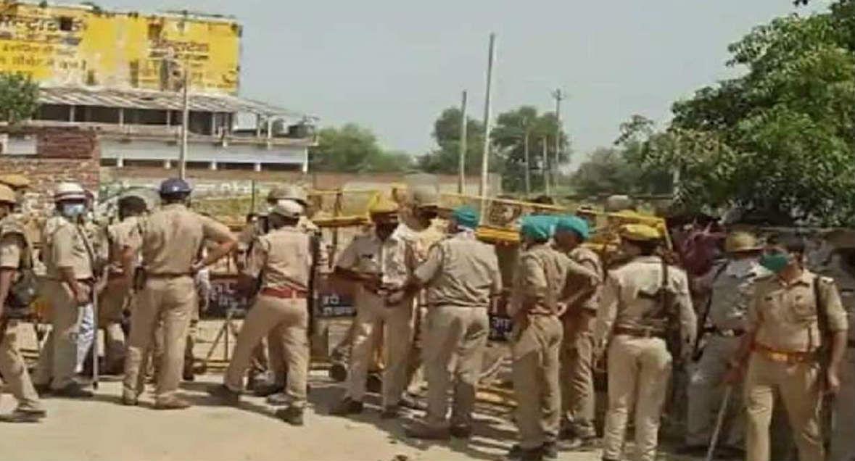 Hathras Gangrape Case: पीड़िता के गांव में नेता और मीडिया की 'नो एंट्री', सीएम योगी बोले- दोषियों को देंगे ऐसा दंड, जो मिसाल बनेगा