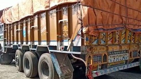 चालकों से रुपये मांगने के दौरान बालू लदे ट्रक ने किन्नर को रौंदा, तोड़ा दम