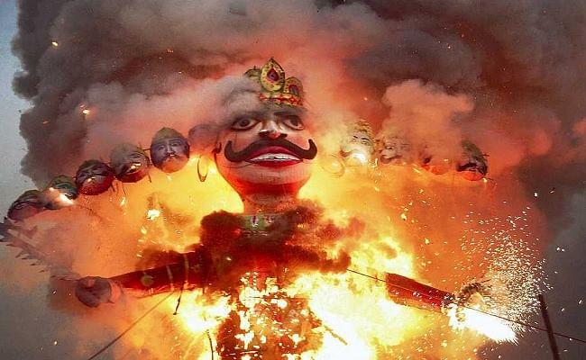 Vijaydashmi 2020 Date and Time: कल मनाया जाएगा दशहरा का पर्व, जानिए, रावण दहन, विजय दशमी का शुभ मुहूर्त और पूजा विधि...