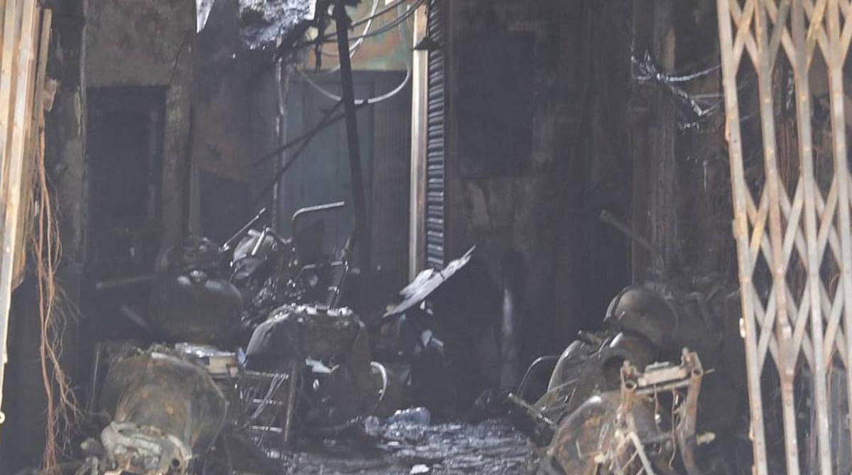 गणेश चंद्र एवेन्यू स्थित 8 मंजिली इमारत में आग लगने से दो लोगों की मौत हो गयी.