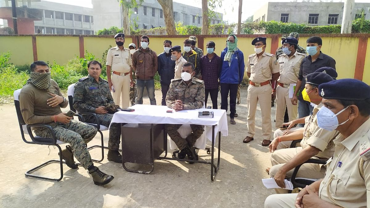 Cyber Crime: मेजर से ठगी करने वाले शाहरुख समेत 12 साइबर अपराधी गिरफ्तार, बोलेरो व स्कॉर्पियो जब्त