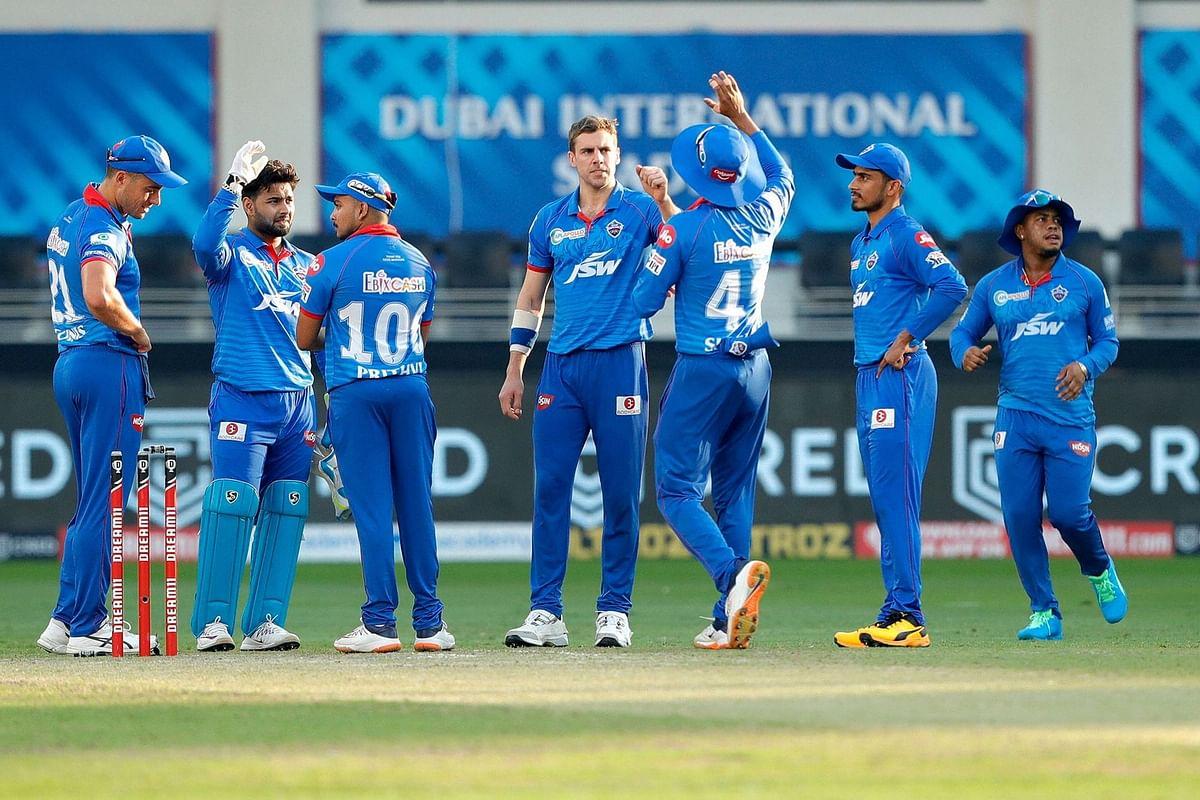 IPL 2020 : मुंबई से शर्मनाक हार के बाद प्लेऑफ की दौड़ में फंस गयी दिल्ली, कप्तान अय्यर भी नाराज