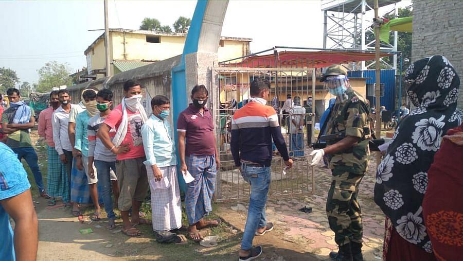 Bihar Assembly Election Phase 1 Voting : कोडरमा से सटे नवादा के रजौली विधानसभा क्षेत्र में हो रही वोटिंग, युवा वोटरों का दिख रहा उत्साह