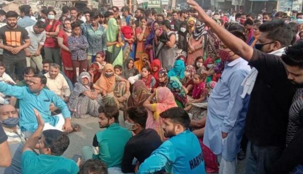 बल्लभगढ़ छात्रा मर्डर केस : 'हमें यूपी जैसा न्याय चाहिए', धरने पर बैठे पीड़ित परिवार ने पीएम मोदी से की मांग
