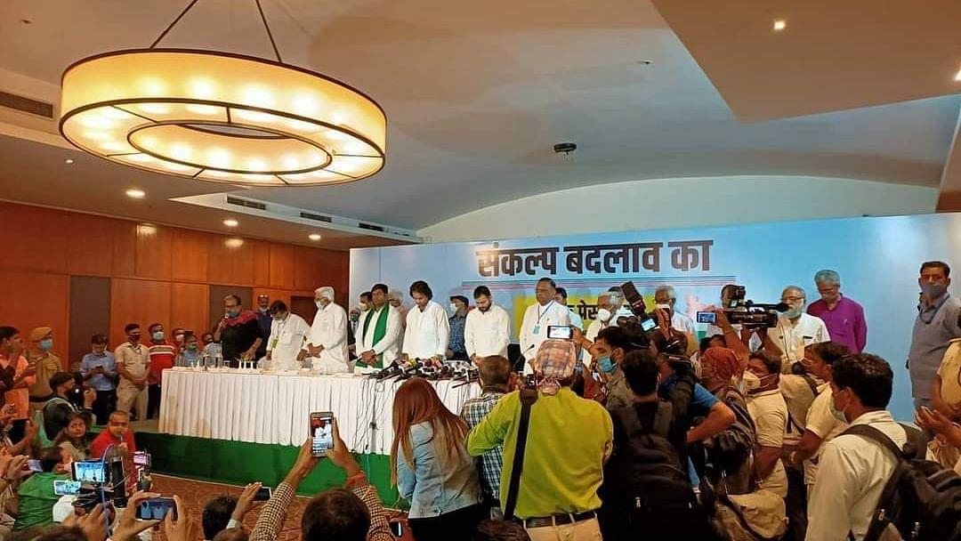 बिहार विधानसभा चुनाव 2020: तेजप्रताप और तेजस्वी की मौजूदगी में हो रहा था सीट बंटवारा, तभी लगने लगे मुर्दाबाद के नारे