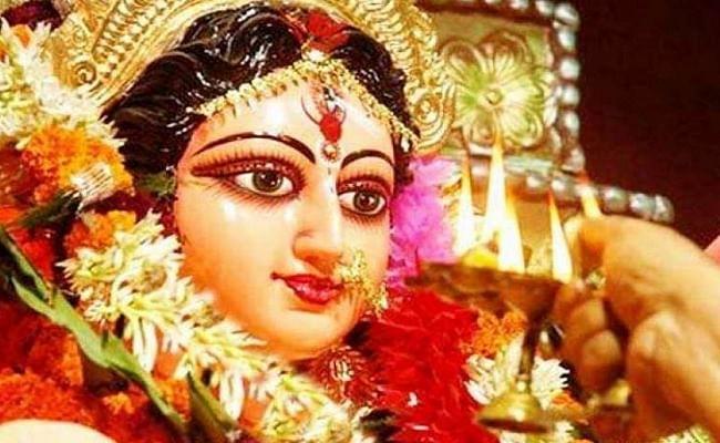 Shardiya Navratri 2020: नवरात्रि में दुर्गा मां आपको देती हैं कुछ ऐसेसंकेत, यहां जानिए आपके ऊपर कैसे बरसती है माता रानी की कृपा...