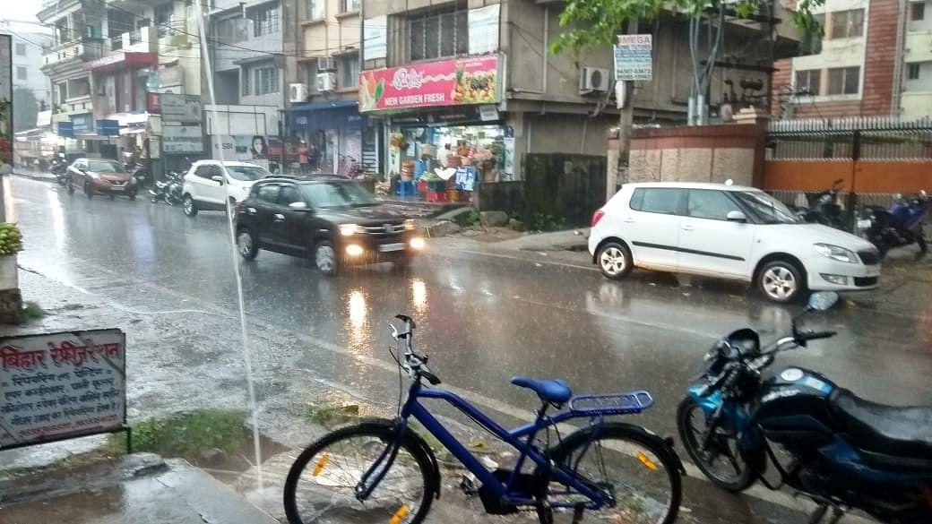Weather Today: रांची में मूसलाधार बारिश, झारखंड में अगले दो सप्ताह तक कैसा रहेगा मौसम
