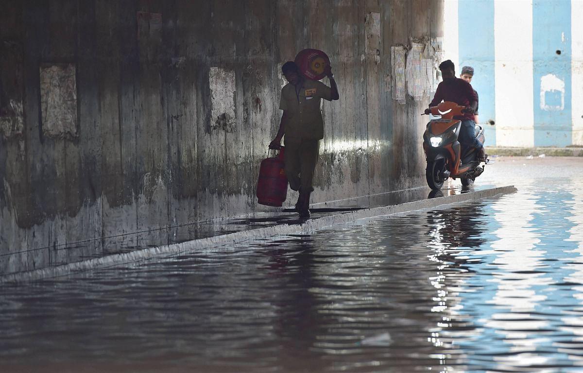 Weather Forecast Today LIVE Updates : बंगाल की खाड़ी में बना निम्न दबाव का क्षेत्र, दुर्गा पूजा में होगी बंगाल और ओडिशा झारखंड में बारिश, अलर्ट जारी
