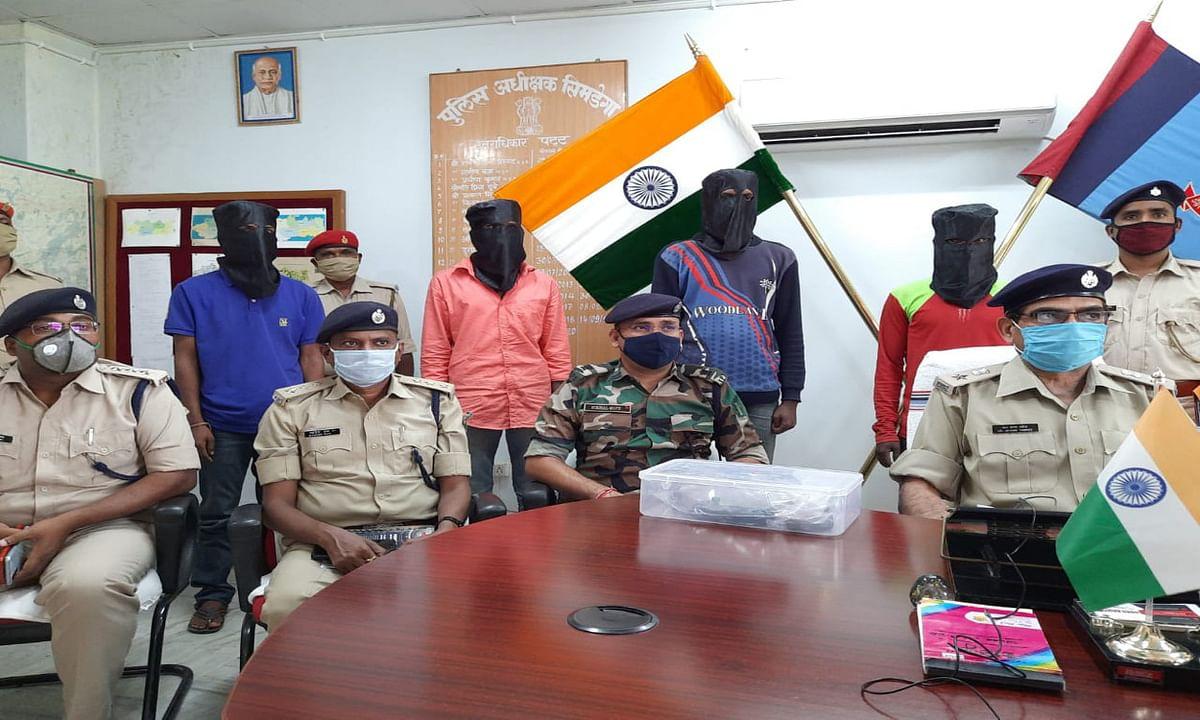 PLFI से जुड़े 5 नक्सलियों को पुलिस ने किया गिरफ्तार, कई असलहे बरामद