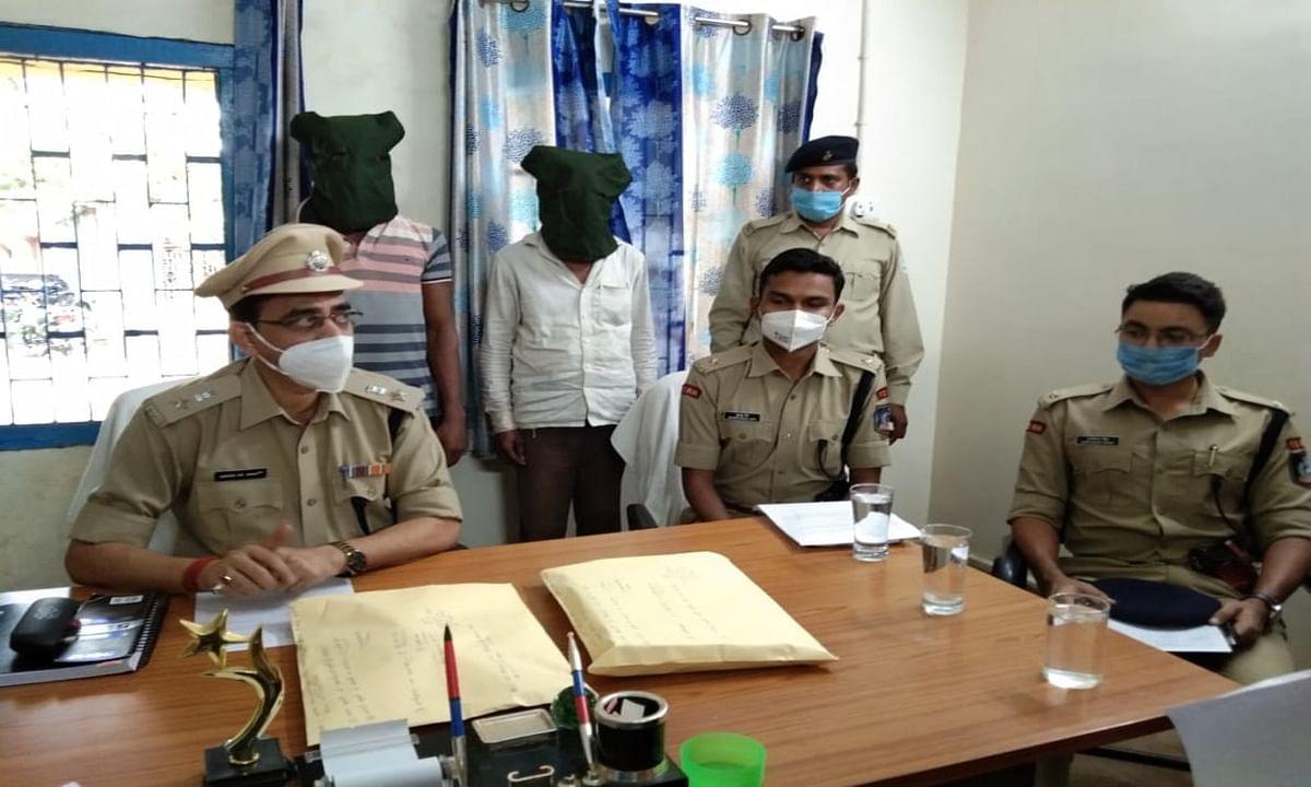 यूपी के CISF कर्मी से लाखों की ठगी करने वाला साइबर क्रिमिनल बाप- बेटा जामताड़ा से गिरफ्तार, दूसरा बेटा व दामाद फरार