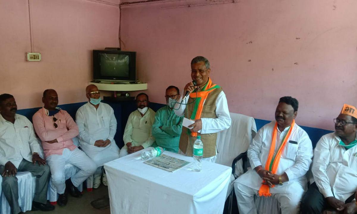 चंद्रपुरा के चुनावी दौरे में बाबूलाल मरांडी ने कहा- कांग्रेस को वोट मांगने का नहीं है अधिकार