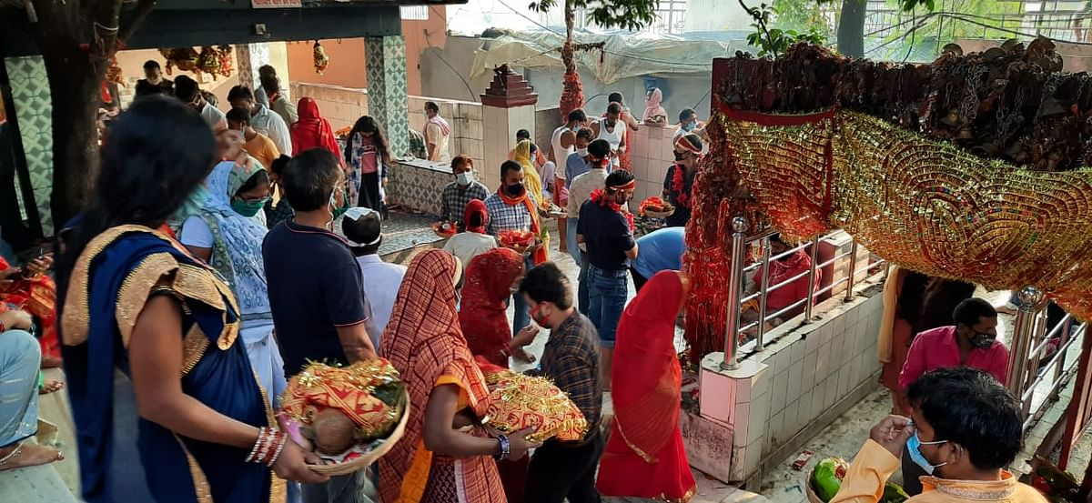 Durga Ashtami 2020: दुर्गा अष्टमी के दिन मां छिन्नमस्तिके की पूजा-अर्चना के लिए दूर-दूर से आये थे श्रद्धालु.
