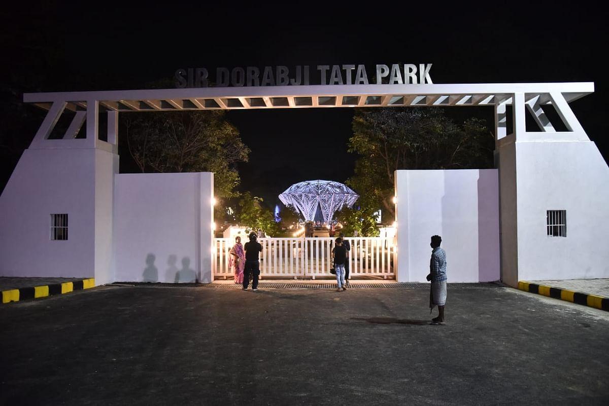 सर दोराब जी टाटा पार्क का मुख्य द्वार