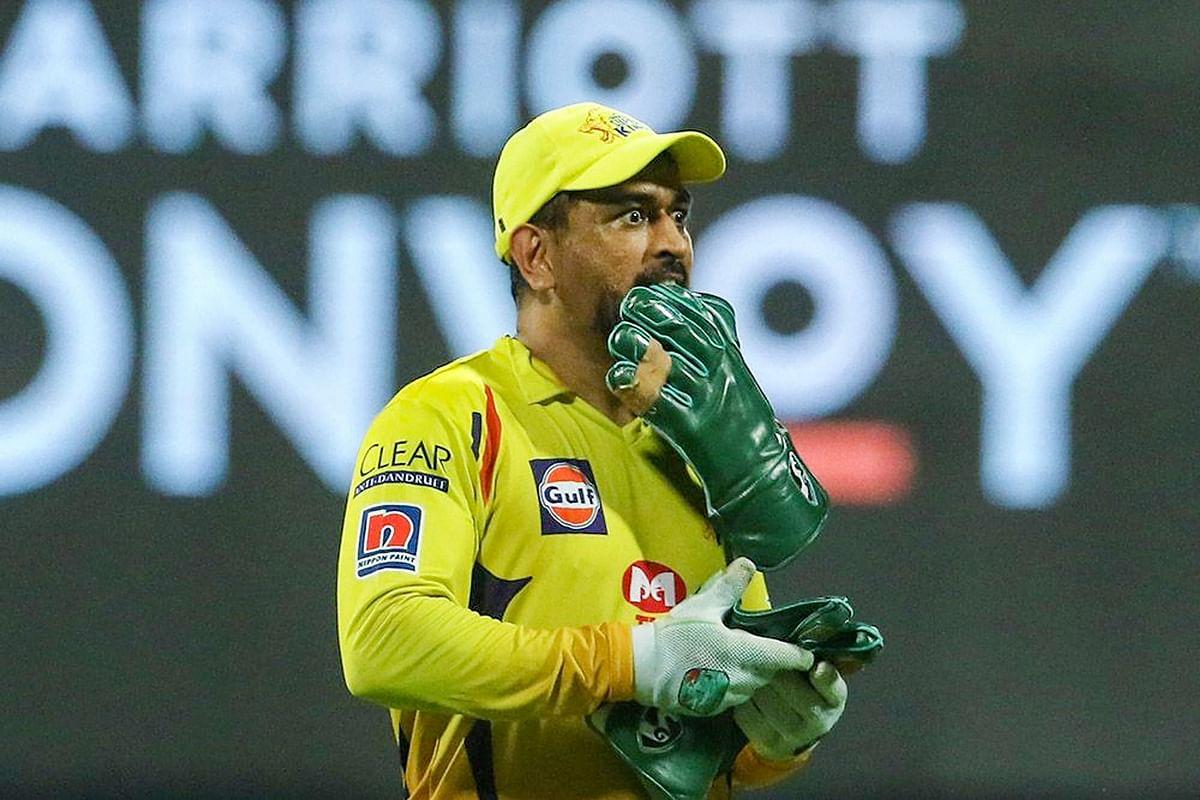 IPL 2020 : विकेट के पीछे धौनी ने लपका बेहतरीन कैच, फैन्स बोले - 'बुड्ढा होगा तेरा कैप्टन', VIDEO वायरल