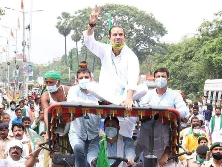 Bihar Vidhan Sabha Election 2020 LIVE Update : Tej Pratap Yadav की बढ़ेगी सुरक्षा? प्रचार के दौरान काफिले पर हुए हमले के बाद प्रशासन 'अलर्ट'