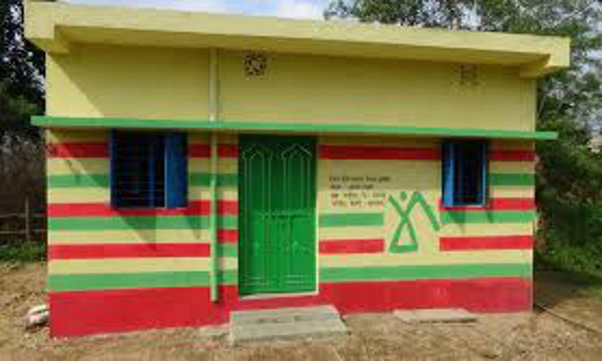 Bihar News: वार्ड पार्षद और क्लर्क खुद को गरीब बता ले रहे पीएम आवास योजना का घर, 120 मुखिया व पार्षद पर FIR