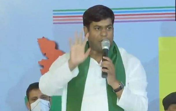 Bihar Election 2020: सीट बंटवारे के साथ बिखरा महागठबंधन, VIP के मुकेश सहनी का RJD पर गंभीर आरोप, कहा- अति पिछड़ों की पीठ में छुरा मारा गया
