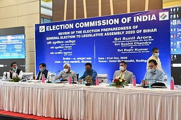 बिहार विधानसभा चुनाव 2020: सोशल मीडिया पर चुनाव आयोग की कड़ी नजर, धार्मिक-जातीय भावना भड़काने वालों की खैर नहीं