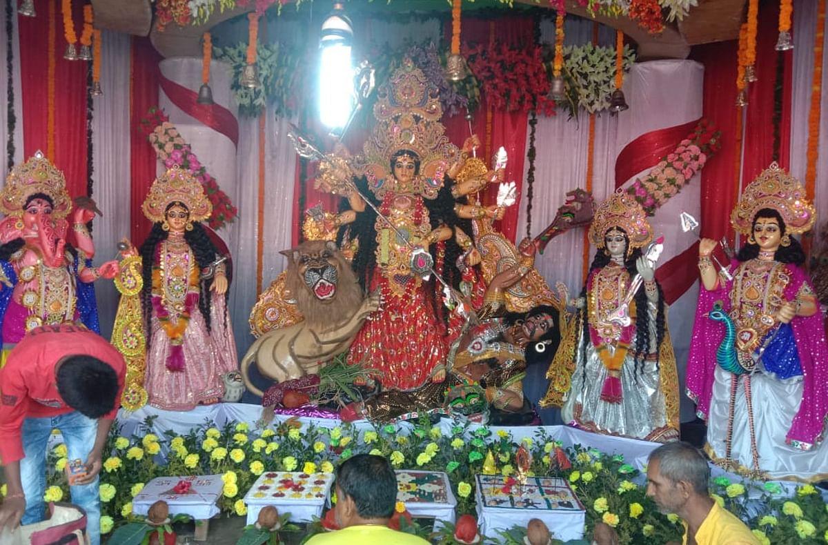 कोरोना काल में झारखंड में ऐसे हो रही है मां दुर्गा की पूजा, पट खुलने के बाद भी माता से दूर हैं भक्त