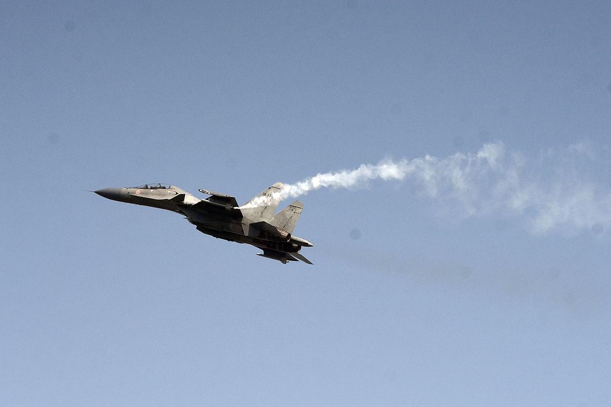 विंटेज विमान टाइगरमोथ और डकोटा ने लोगों को वायुसेना लोगों को अपनी शॉर्य से रूबरू कराया