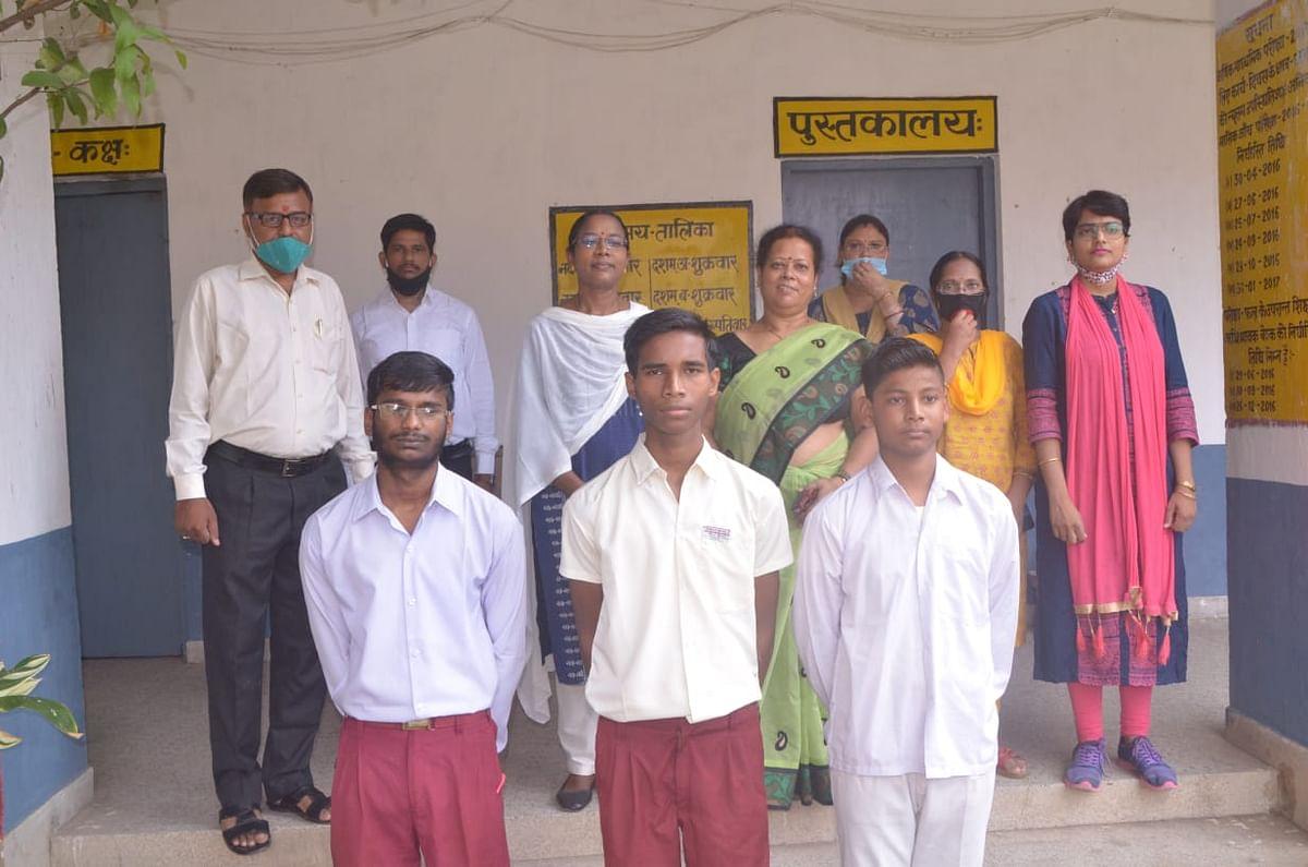 आकांक्षा-40 : मजदूर के बेटे ने किया झारखंड टॉप, आईआईटी करना चाहता है अनिल