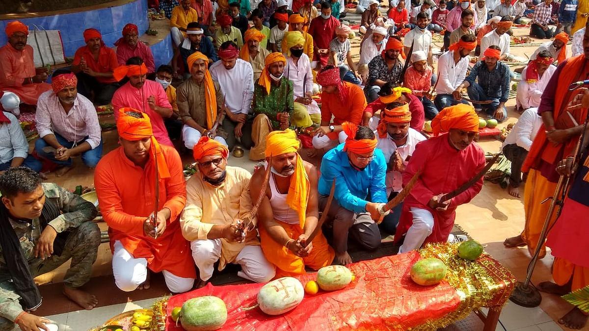 Durga Puja 2020 : महाष्टमी पर मां भद्रकाली मंदिर में मंत्रोच्चार के बीच दी गयी संधि बलि