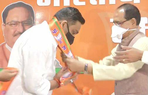 Madhya Pradesh by Election 2020 : उपचुनाव के पहले कांग्रेस को झटका,बोले दिग्विजय सिंह- 'मामा' के झोले की काली कमाई में एक और विधायक बिका