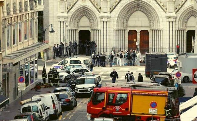 France : नीस के चर्च में हुए हत्याकांड से उबले स्थानीय लोग, कैंडल मार्च निकालकर ऐसे जताया विरोध