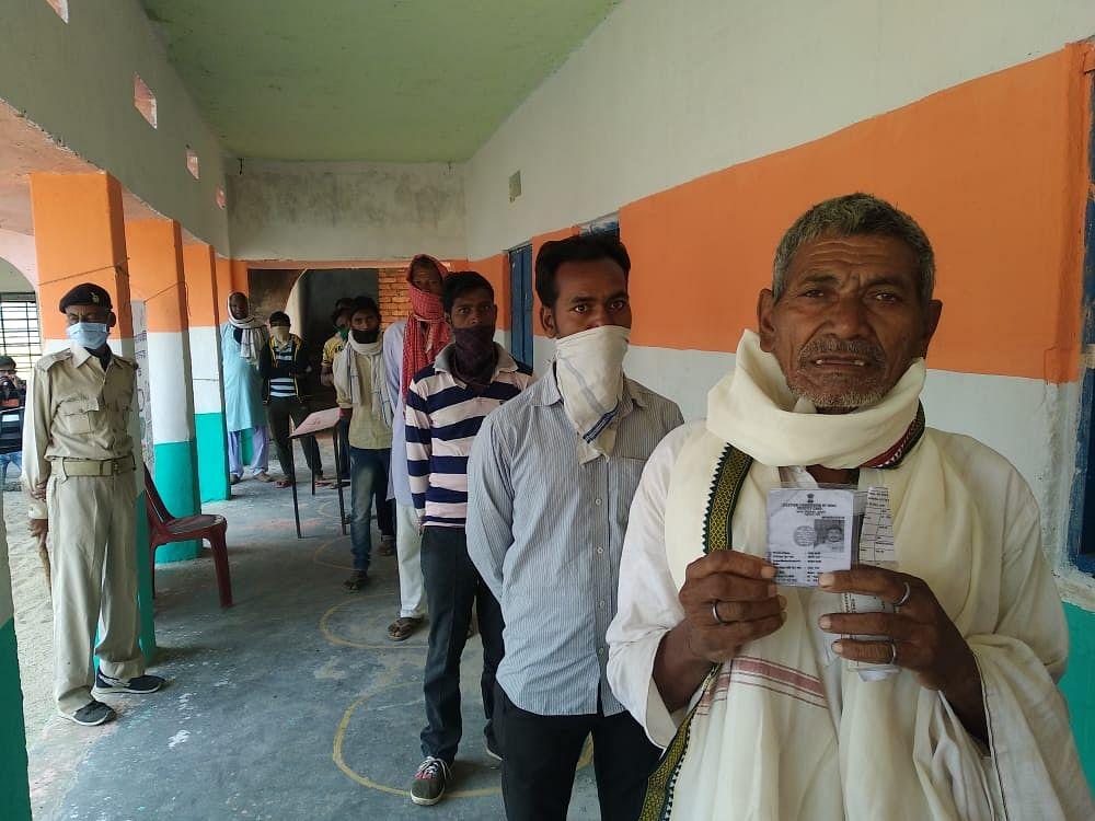 Gaya Bihar Election 1st Phase Voting, Live Updates: गया, औरंगाबाद, कैमूर, रोहतास, नवादा जिले के महिला वोटरों में उत्साह, देखें लेटेस्ट अपडेट