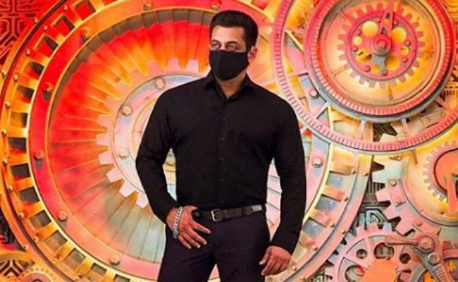 Bigg Boss 14 : सलमान खान ने सेट से पहली तसवीर की शेयर, कंटेंस्टेंट्स के साथ प्रीमियर एपिसोड की शूटिंग शुरू