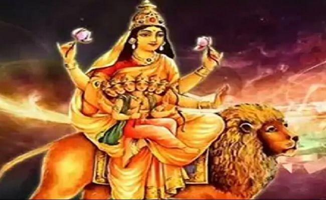 Navratri 2020 Puja Vidhi: आज नवरात्रि के पांचवें दिन इस विधि से करें स्कंदमाता की आराधना, यहां जानें पूजा विधि मंत्र और आरती...