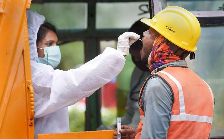 Coronavirus in India: 24 घंटे में सामने आये 54,044 नये मामले, वहीं संक्रमण से स्वस्थ हुए 61,775 संक्रमित