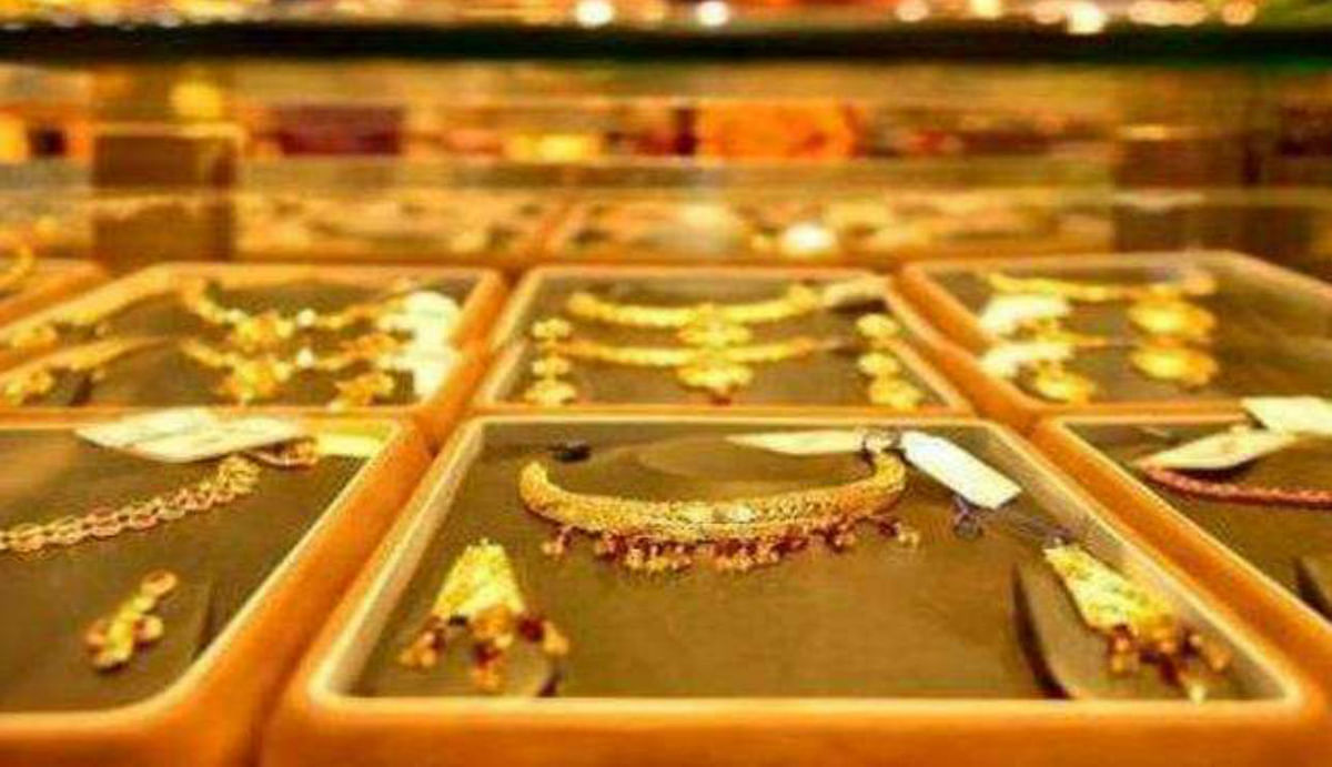 Gold Price Latest Updates : फिर सस्ता हो गया सोना, घर में है शादी तो जल्दी करें खरीदारी, जानिए आने वाले दिनों में कितनी हो सकती है कीमत