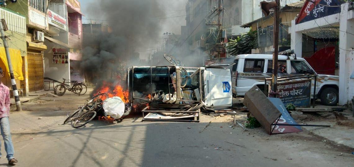 मुंगेर हिंसा : दूसरे चरण को लेकर आयोग ने भेजा अलर्ट, नियंत्रण में है मुंगेर में स्थिति, यहां देखें EXCLUSIVE PHOTOS