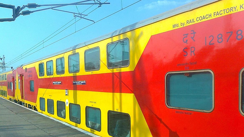 IRCTC/Indian Railway : त्योहारी सीजन में रेलवे कर रही बड़ी तैयारी, बिहार से चलेगी 17 ट्रेन, यहां देखें List