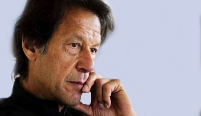 सिमट रही है इमरान खान की पारी