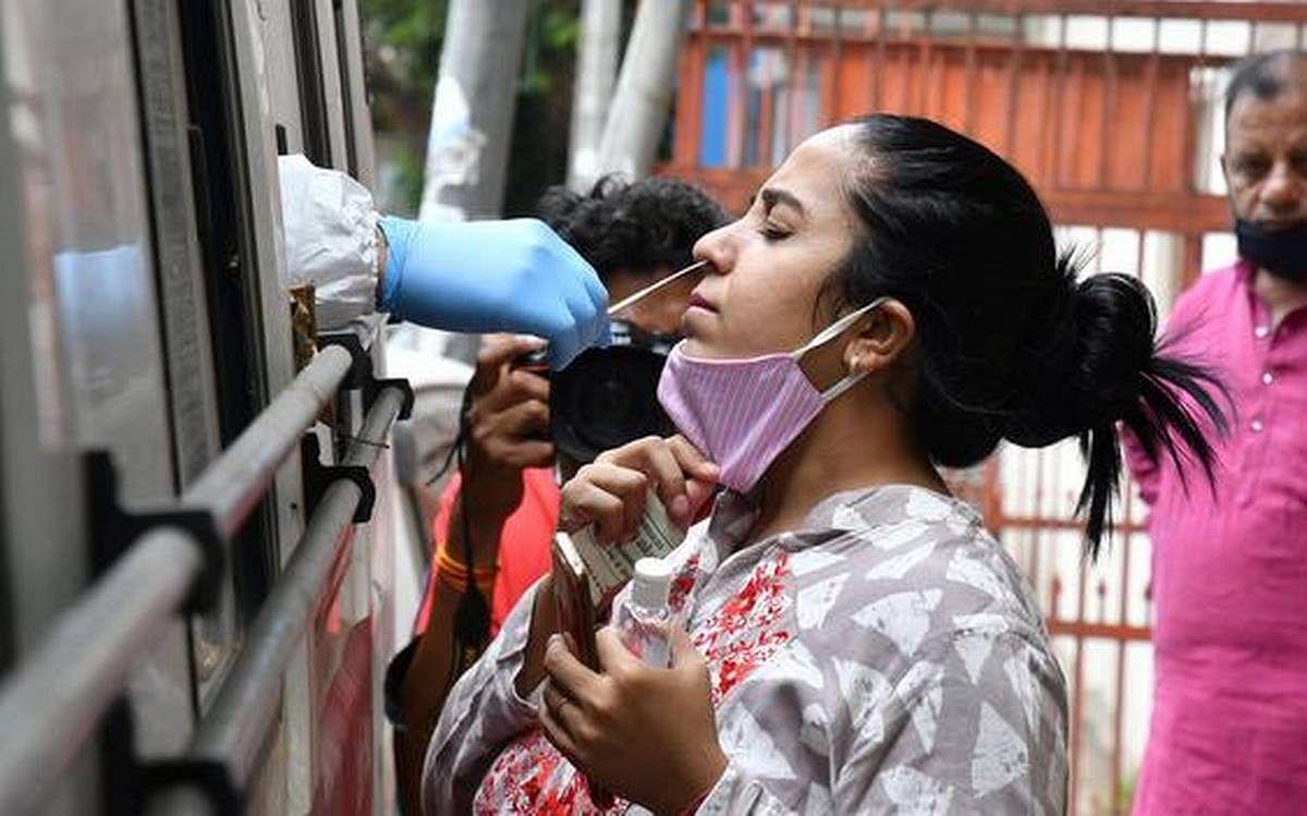 Coronavirus Pandemic: देश में संक्रमितों का आंकड़ा 77 लाख के पार, लगातार चौथे दिन 60,000 से कम नये मामले