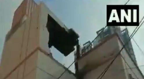 West Bengal Explosion : कोलकाता के बेलाघाट में जबर्दस्त विस्फोट से दहले लोग, देखें VIDEO