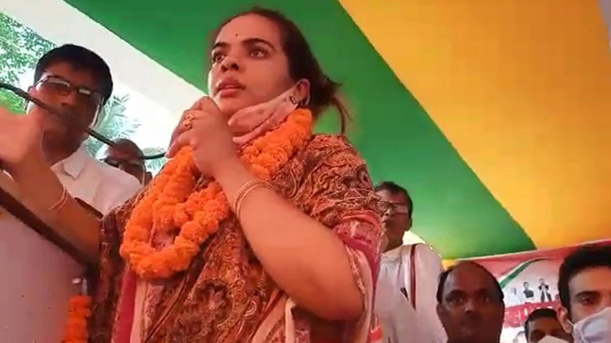 Bihar Election 2020: सुभाषिनी यादव ने मांगा 'शक्ति' का आशीर्वाद, बोलीं- हाथ से ही पकड़ी जा सकती है लालटेन