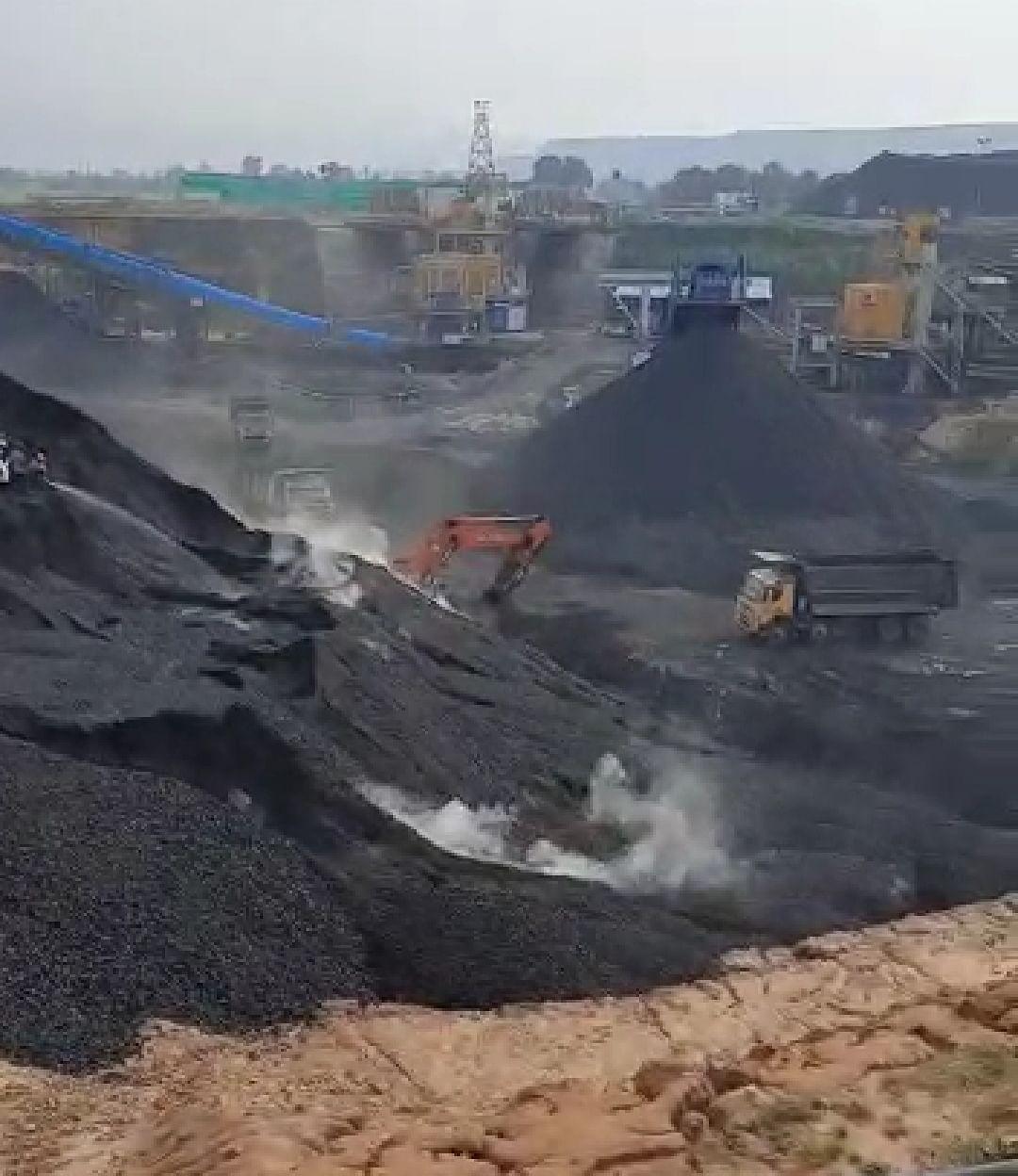 चिरुडीह खदान के कोयले का बड़कागांव प्रखंड के पकड़ी बरवाडीह में किया गया है भंडारण.
